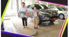 ส่งมอบรถโตโยต้าฟอร์จูนเนอร์-2-4v-4-4-สีเทาดำ-คุณธนาวุฒิ-และครอบครัว-ลู